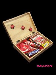 پکیج هدیه شکلات های خارجی و آبنبات در جعبه چوبی شیک 2