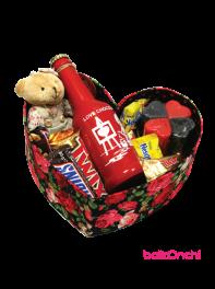 پکیج هدیه خرس ، بطری اسمارتیز، شمع و شکلات ها درجعبه قلبی بزرگ