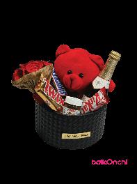 باکس هدیه خرس عروسکی، دسته گل کاغذی و شکلات و شامپاین
