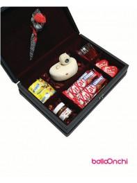 پکیج هدیه شکلات ها ،شمع لیوانی و عروسک در جعبه نفیس4