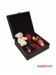پکیج هدیه شکلات ها ،شمع لیوانی و عروسک در جعبه نفیس 3