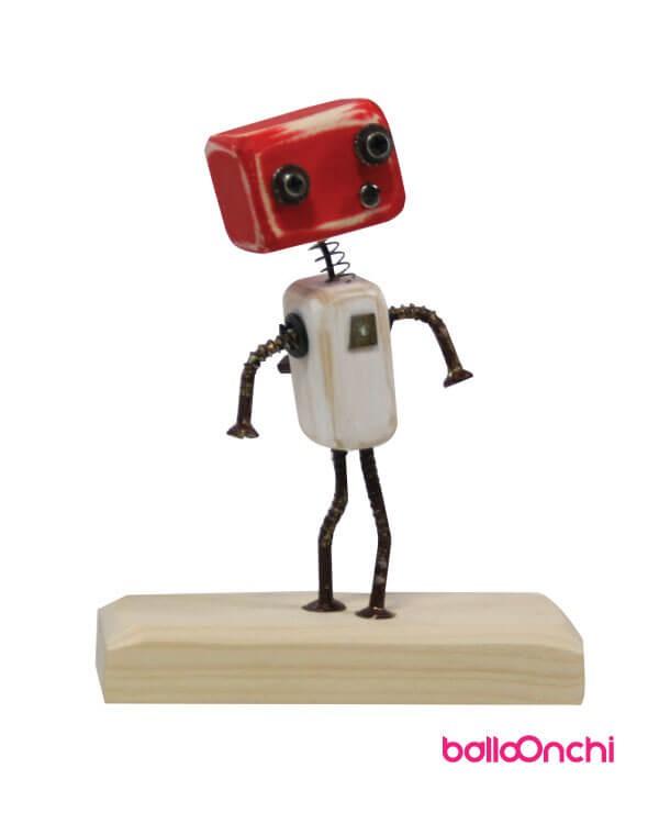 مجسمه ربات چوبی